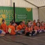 ...kurz vor dem Auftritt - Kinder der Kita Adlerhorst und der Grundschule Nord - Stadtteilfest 2014